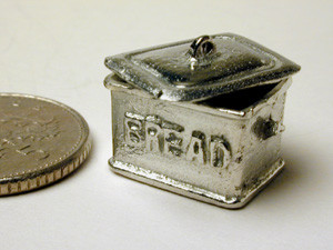 FP52 1/24th Bread Bin